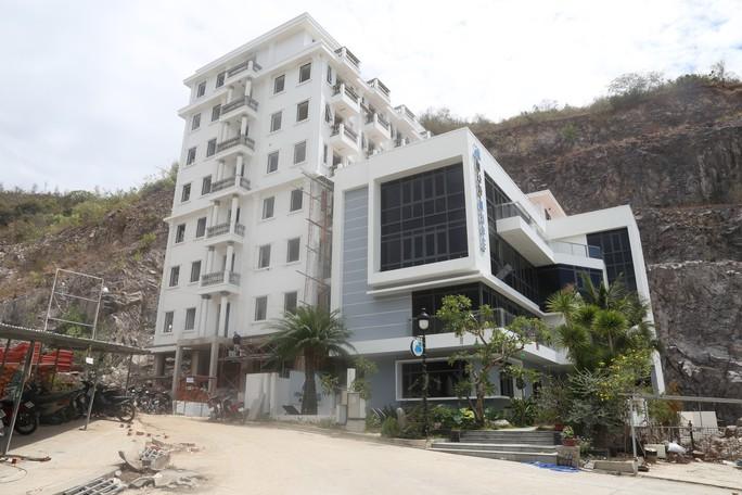 Khánh Hòa: Buộc tháo dỡ hàng loạt biệt thự sai phạm - Ảnh 1.