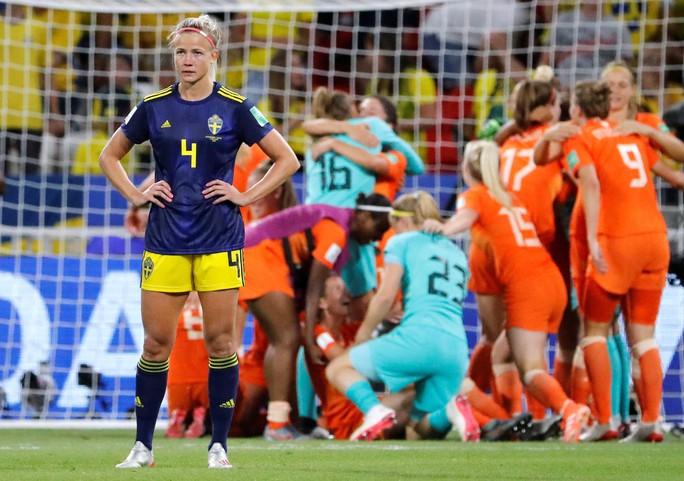 Hà Lan vào chung kết World Cup nữ nhờ bàn thắng vàng - Ảnh 8.
