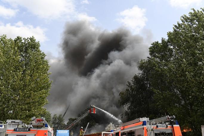 Cháy chợ lớn nhất của người Việt ở Berlin - Ảnh 6.
