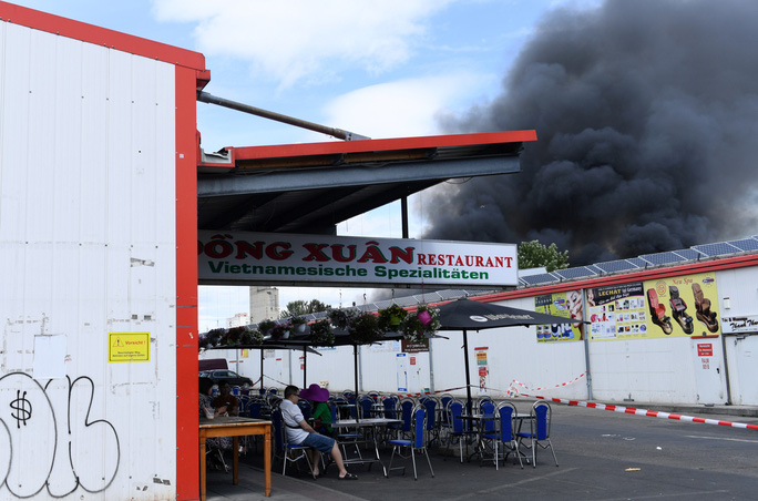 Cháy chợ lớn nhất của người Việt ở Berlin - Ảnh 2.