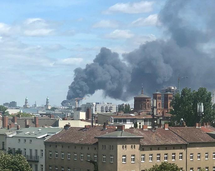 Cháy chợ lớn nhất của người Việt ở Berlin - Ảnh 12.