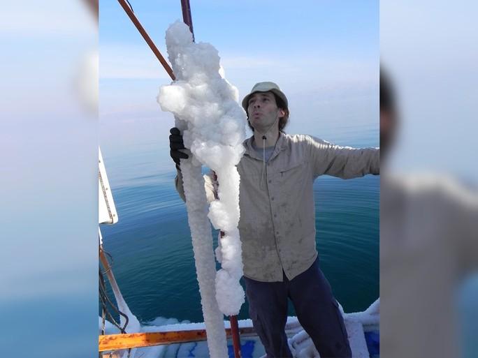 Giải mã tuyết ấm bí ẩn của Biển Chết - Ảnh 2.