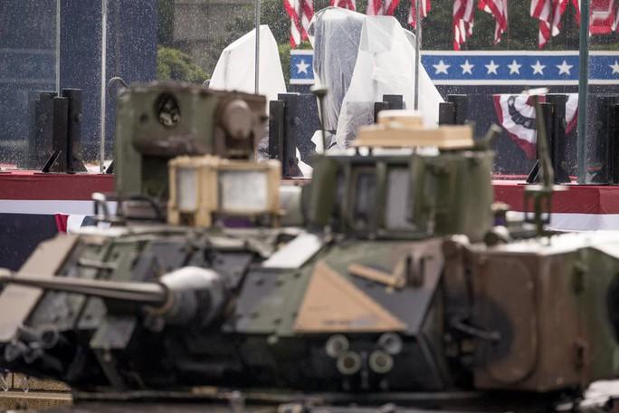 Mỹ phô diễn sức mạnh quân sự trong lễ mừng quốc khánh - Ảnh 5.