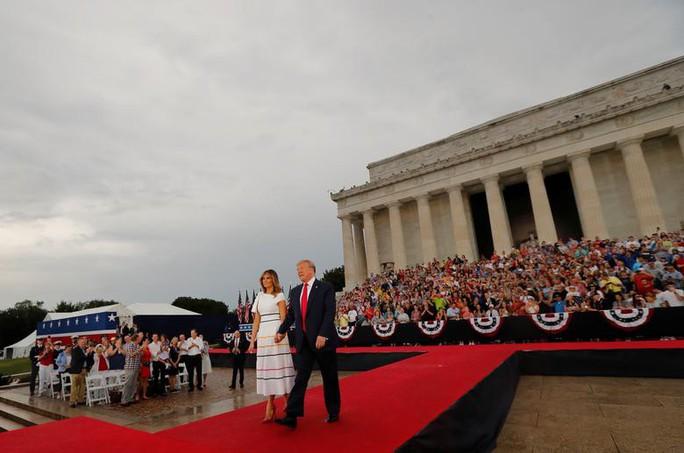 Mỹ phô diễn sức mạnh quân sự trong lễ mừng quốc khánh - Ảnh 13.
