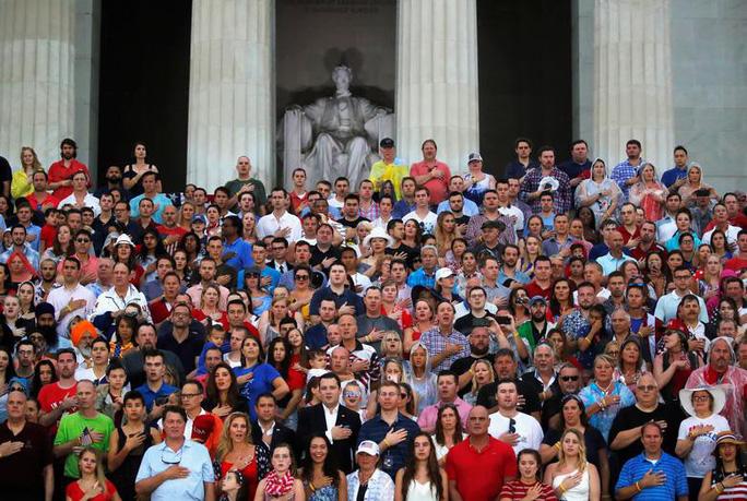 Mỹ phô diễn sức mạnh quân sự trong lễ mừng quốc khánh - Ảnh 14.