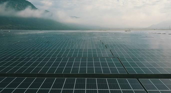 Khánh thành nhà máy điện mặt trời 6.000 tỷ đồng ở vùng Bảy Núi - Ảnh 2.