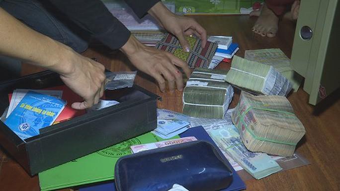 Hàng trăm cảnh sát đột kích 27 tụ địa điểm đánh bạc - Ảnh 2.
