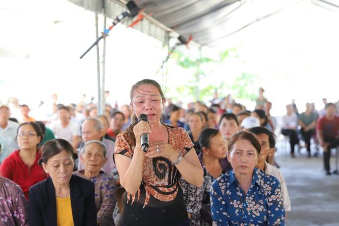Dân bãi rác Khánh Sơn bật khóc khi đối thoại với lãnh đạo - Ảnh 3.