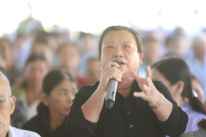 Dân bãi rác Khánh Sơn bật khóc khi đối thoại với lãnh đạo - Ảnh 2.