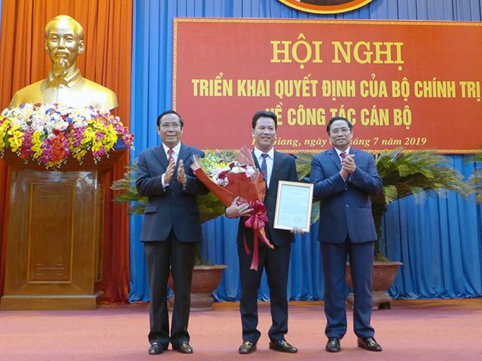 Chủ tịch UBND tỉnh Hà Tĩnh Đặng Quốc Khánh giữ chức Bí thư Tỉnh ủy Hà Giang - Ảnh 1.