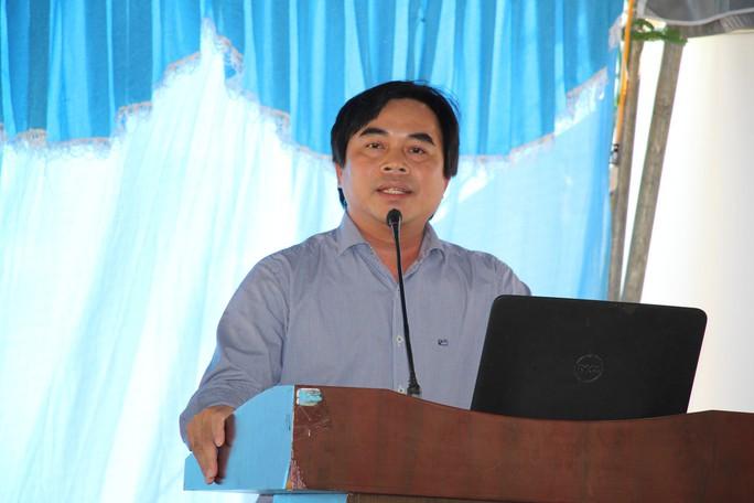 Dân bãi rác Khánh Sơn bật khóc khi đối thoại với lãnh đạo - Ảnh 1.