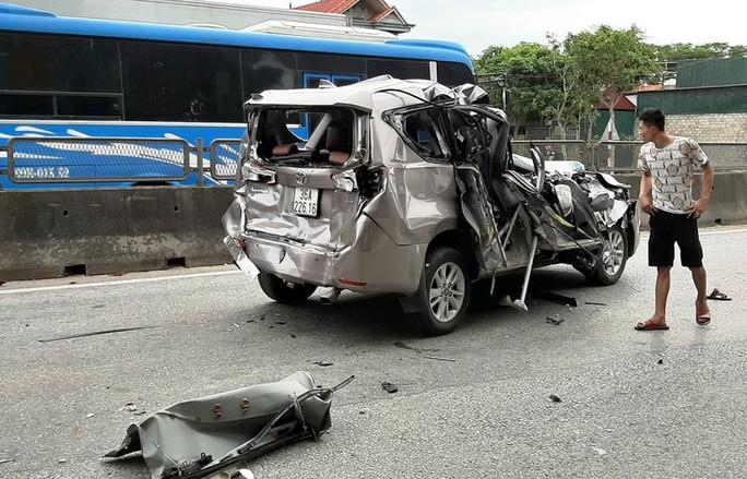 4 ôtô tông nhau liên hoàn trên QL1A, 2 người bị thương - Ảnh 3.