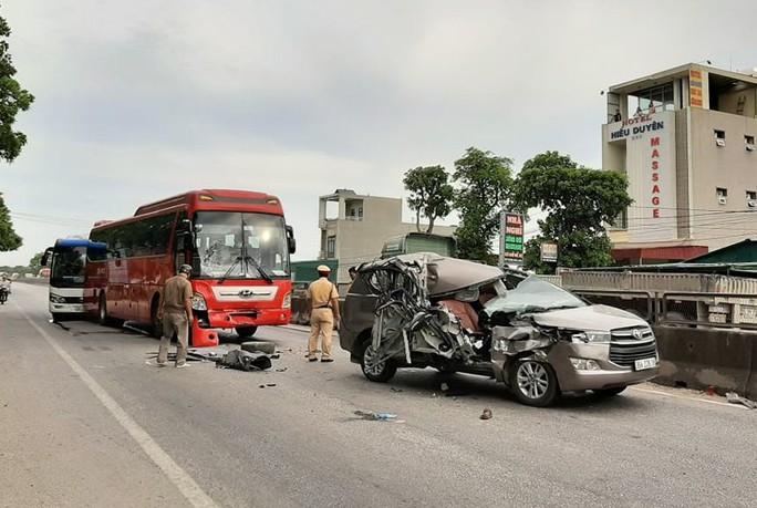 4 ôtô tông nhau liên hoàn trên QL1A, 2 người bị thương - Ảnh 2.