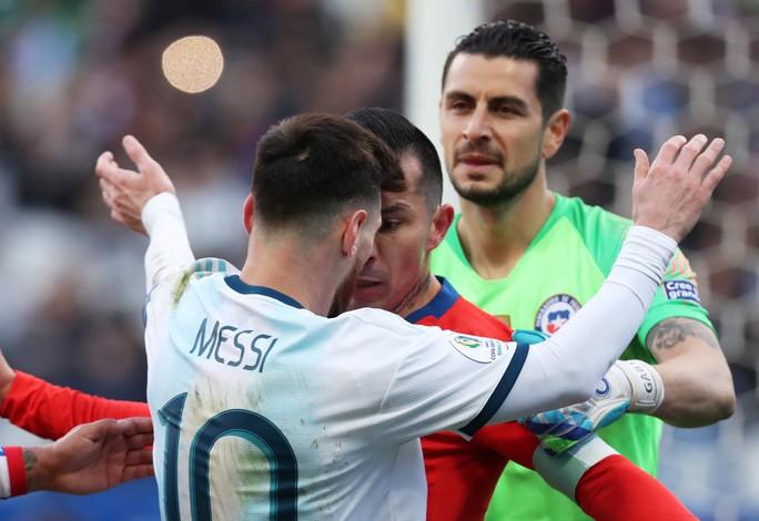 Messi dính thẻ đỏ oan ức, Copa America dậy sóng trận tranh HCĐ - Ảnh 4.