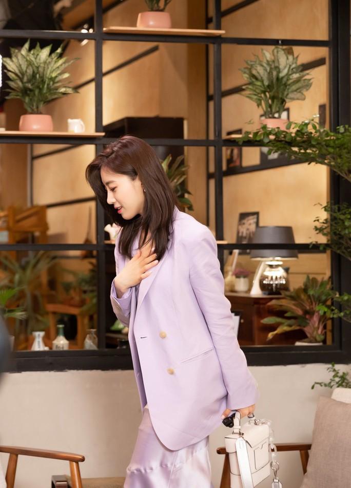 Trưởng nhóm T-ara kết ẩm thực, áo dài Việt Nam - Ảnh 1.
