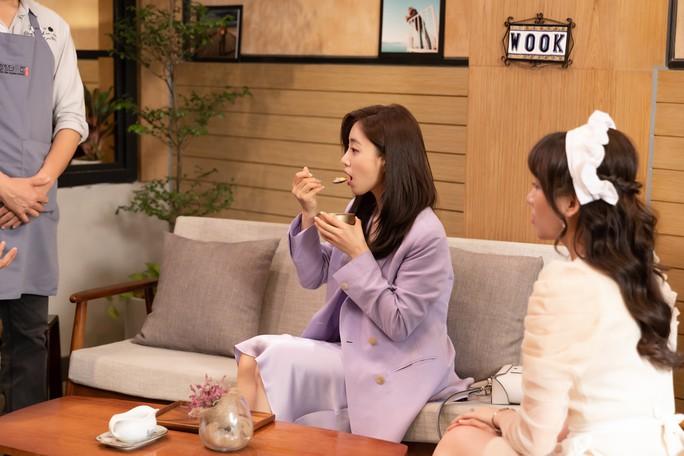 Trưởng nhóm T-ara kết ẩm thực, áo dài Việt Nam - Ảnh 2.