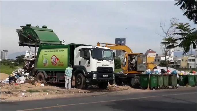 Dân chặn xe vào bãi rác: Chủ tịch Đà Nẵng chỉ đạo xử nghiêm - Ảnh 1.