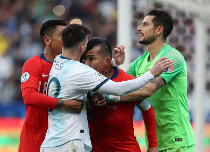Lãnh thẻ đỏ sau 14 năm, Messi nhận án phạt như đùa hậu Copa America - Ảnh 2.