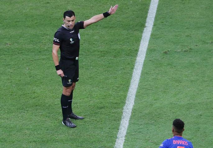 Tiết lộ sốc về trọng tài bắt chính chung kết Copa America 2019 - Ảnh 5.