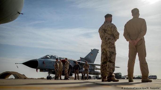Mỹ nhờ gửi quân tới Syria, Đức phũ phàng lắc đầu - Ảnh 2.