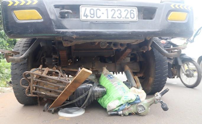 Bị xe ben cuốn vào gầm, người mua ve chai chết thảm - Ảnh 3.