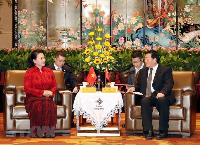 Chủ tịch Quốc hội bắt đầu thăm chính thức Trung Quốc - Ảnh 1.