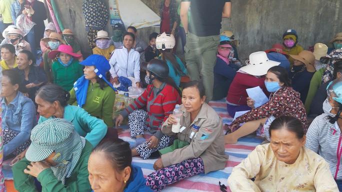 Đà Nẵng: Hàng chục người dân lại tiếp tục dựng lều chặn xe chở rác - Ảnh 1.