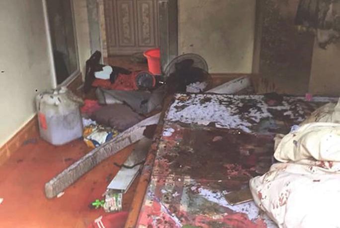 Nghi án người tình tưới xăng đốt nhà, 1 phụ nữ tử vong, 4 người bỏng nặng - Ảnh 1.
