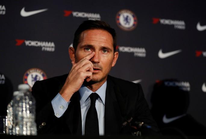 Tân HLV Chelsea Lampard mướt mồ hồi tập luyện cùng học trò - Ảnh 2.