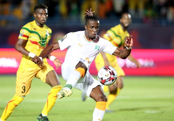 Clip: Đàn em Didier Drogba giúp Bờ Biển Ngà vào tứ kết CAN Cup 2019 - Ảnh 3.