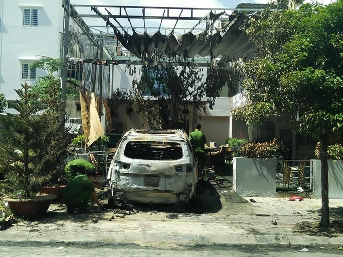 Chấn động vụ ném bom xăng vào quán cà phê ở TP Biên Hòa - Ảnh 1.