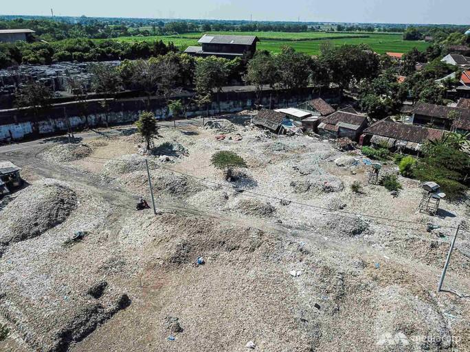 """Rác thải """"nuốt chửng"""" ngôi làng ở Indonesia - Ảnh 4."""
