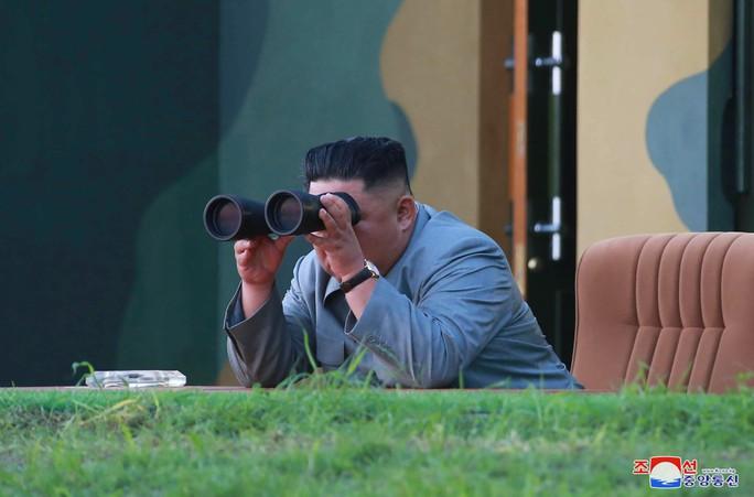 Triều Tiên xác nhận thử hệ thống tên lửa mới phục vụ chiến đấu - Ảnh 1.