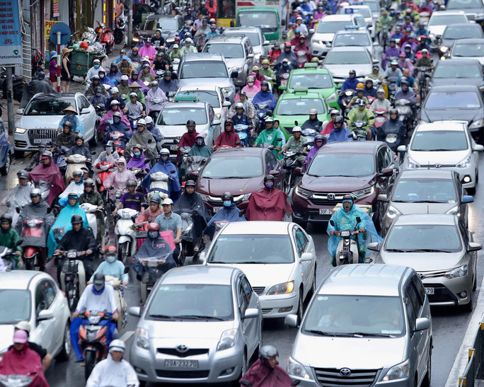 Mưa kéo dài, Hà Nội ngập, tắc đường - Ảnh 14.
