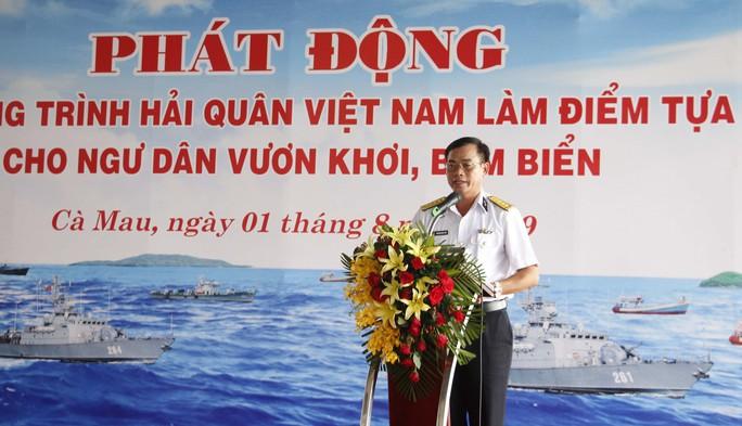 """Phát động chương trình """"Hải quân Việt Nam làm điểm tựa cho ngư dân vươn khơi, bám biển"""" - Ảnh 1."""