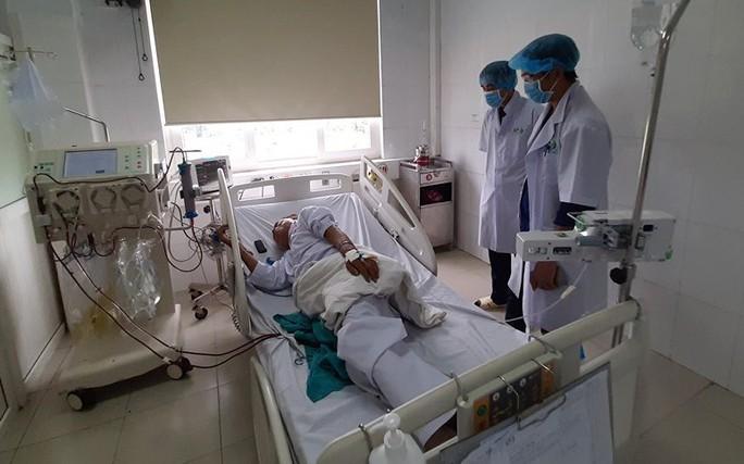 6 bệnh nhân đang chạy thận có biểu hiện sốc, 132 bệnh nhân khác phải chuyển viện - Ảnh 1.
