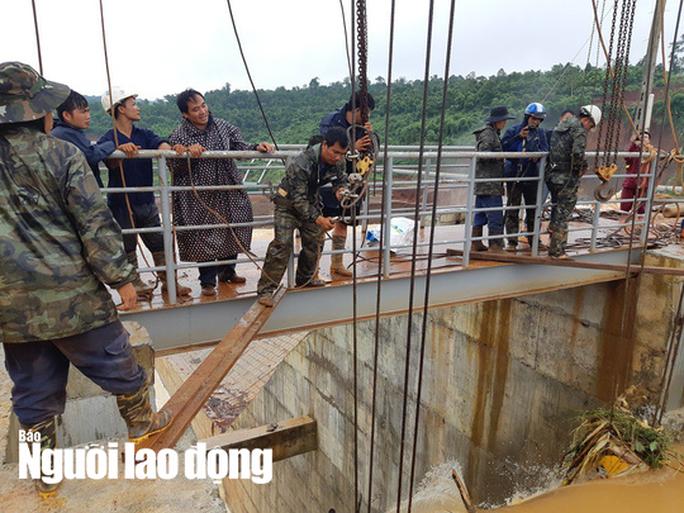 Cận cảnh giải thoát bom nước thủy điện Đắk Kar - Ảnh 4.