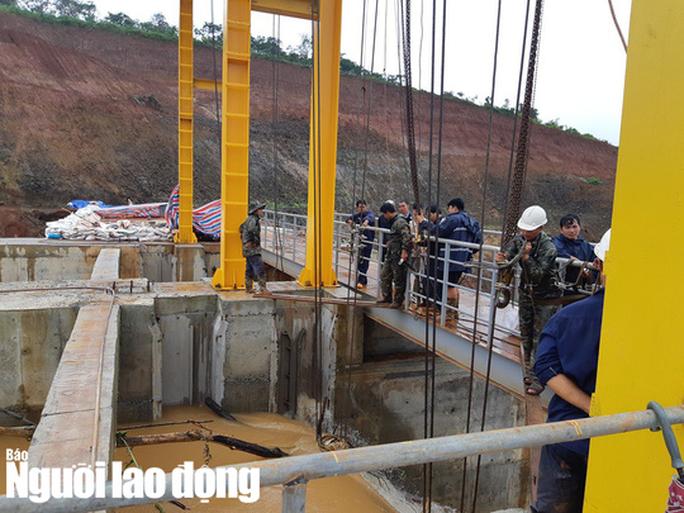 Cận cảnh giải thoát bom nước thủy điện Đắk Kar - Ảnh 7.