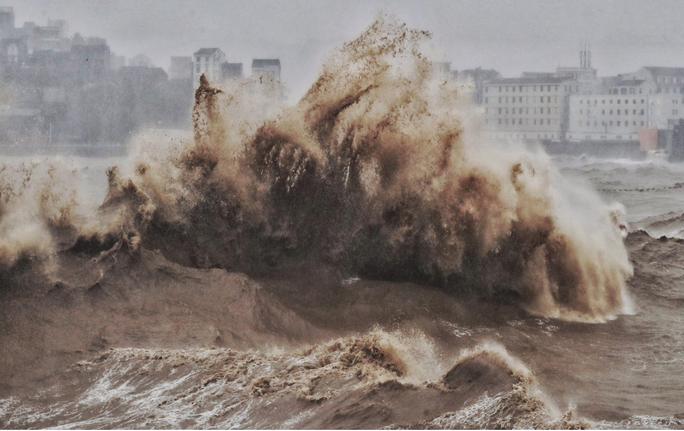 Trung Quốc hứng bão Lekima, 18 người chết, hơn 1 triệu người sơ tán - Ảnh 1.