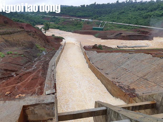 Cận cảnh giải thoát bom nước thủy điện Đắk Kar - Ảnh 2.