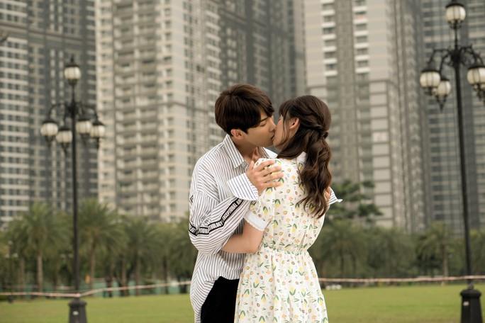 Hari Won không sợ Trấn Thành ghen khi đóng cảnh hôn - Ảnh 2.
