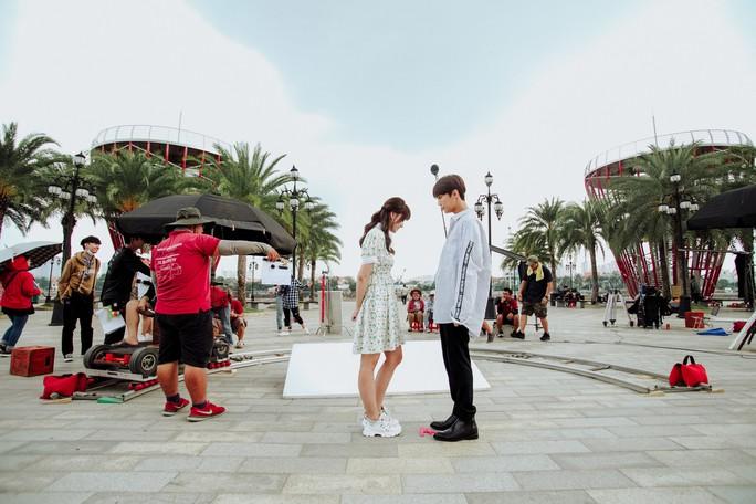 Hari Won không sợ Trấn Thành ghen khi đóng cảnh hôn - Ảnh 1.