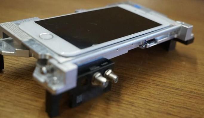 Chiếc iPhone đặc biệt nhất thế giới, được chính Apple jailbreak - Ảnh 1.