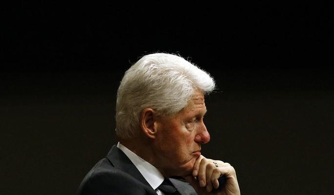 Ông Trump nghi ông Clinton đứng sau vụ tỉ phú ấu dâm tự tử? - Ảnh 1.