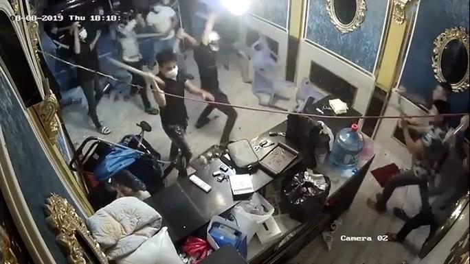 Bắt kẻ cầm đầu nhóm giang hồ đập phá nhà hàng ở quận 1 - Ảnh 3.