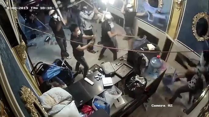 Bắt kẻ cầm đầu nhóm giang hồ đập phá nhà hàng ở quận 1 - Ảnh 2.