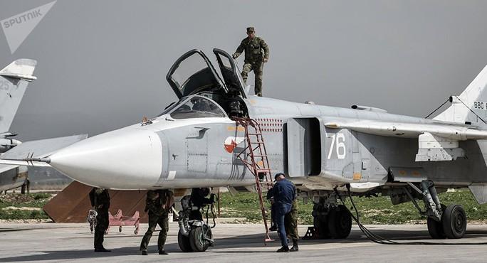 UAV cảm tử dồn dập lao vào căn cứ Nga tại Syria - Ảnh 1.
