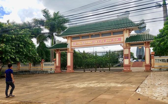Chỉ xử lý hành chính chủ tịch huyện tiếp tay chiếm đoạt 524 triệu tiền xây nghĩa trang liệt sỹ - Ảnh 1.