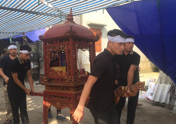 Quang Hải về chịu tang ông nội ngay sau khi lập hat-trick kiến tạo thắng Thanh Hóa - Ảnh 1.