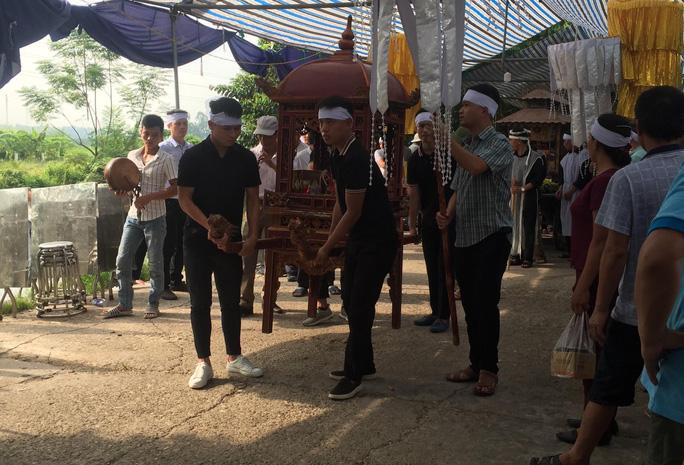 Quang Hải về chịu tang ông nội ngay trong đêm sau khi lập hat-trick kiến tạo thắng Thanh Hóa - Ảnh 8.